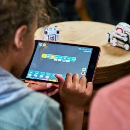 Robot Cozmo pour l'éducation